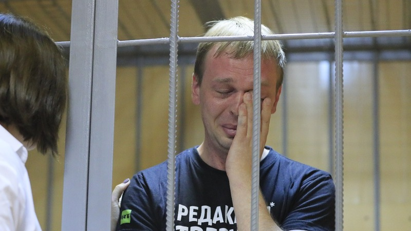 Russian press protest journalist's drug bust