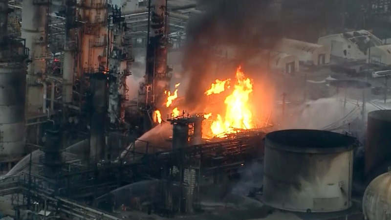 Refinery fire 'looked like a nuclear bomb went off'