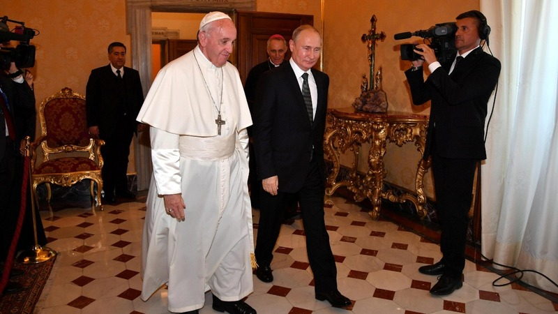 Russia's Putin meets Pope in shadow of Ukraine crisis