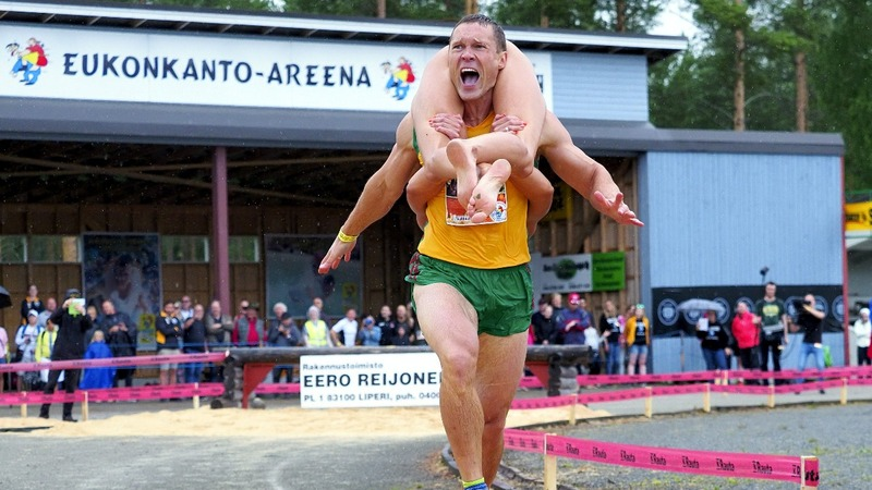 Training with the world wife-carrying champs