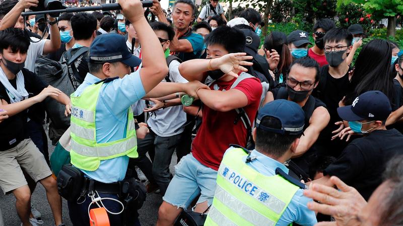 Hong Kong protesters target Chinese traders
