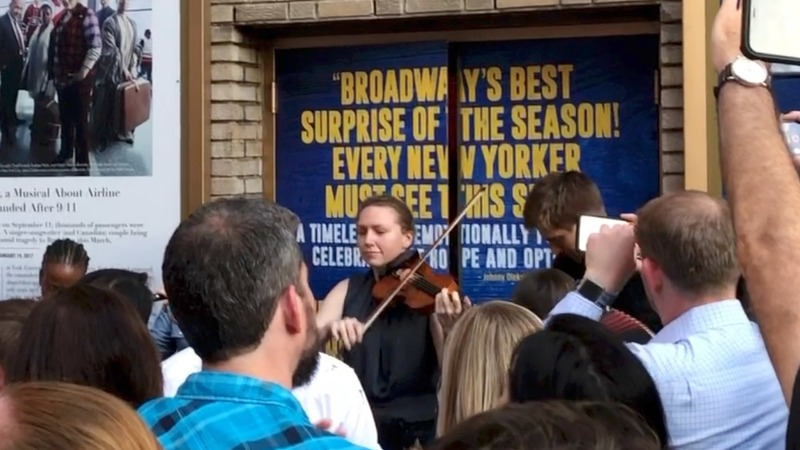 Broadway cast entertains fans during NYC blackout