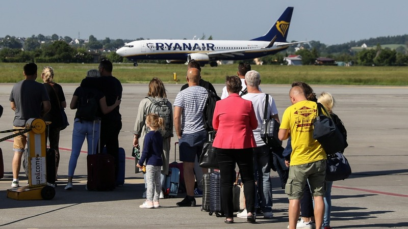 Ryanair cuts forecast, fearing Boeing MAX delays