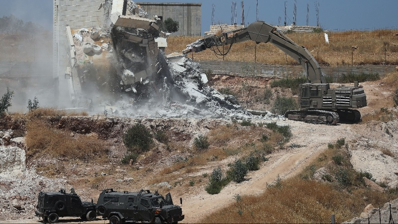 Israel demolishes Palestinian homes near barrier