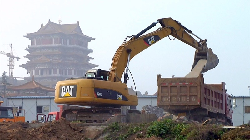 Weak China sales slam Caterpillar