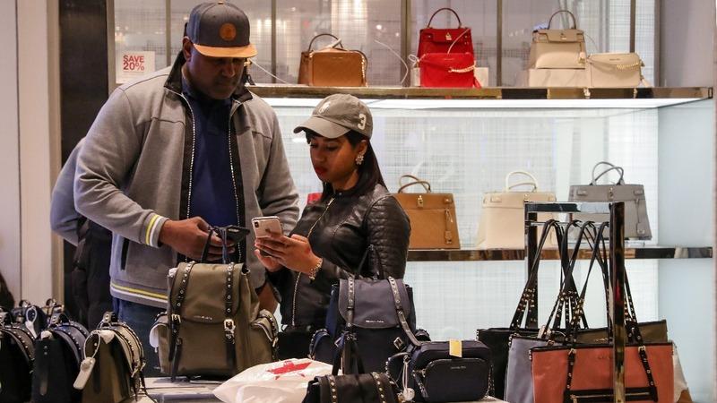 Consumers help U.S. economy avoid deeper slowdown