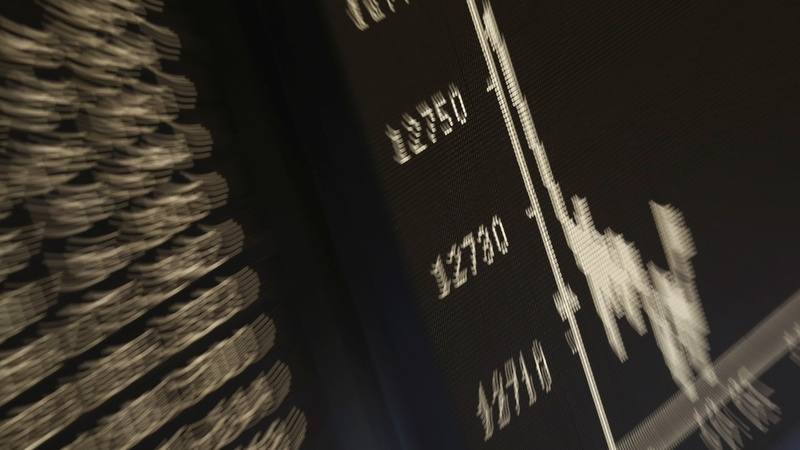 Sterling slump helps UK stocks