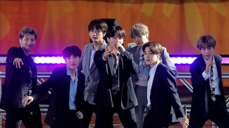 K-Pop's BTS goes on holiday, asks fans for privacy