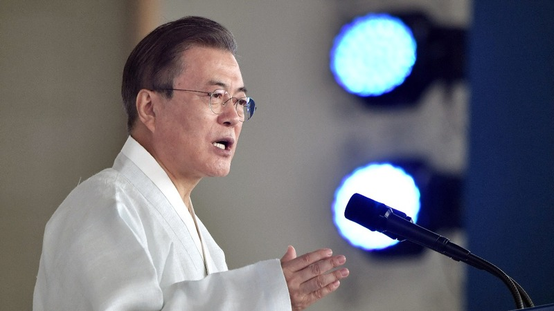 South Korean leader urges talks with Japan