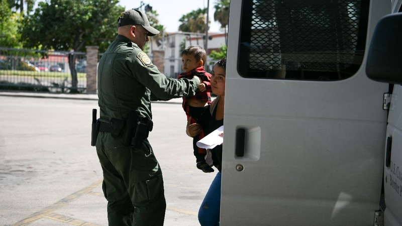 U.S. moves to detain migrant children indefinitely