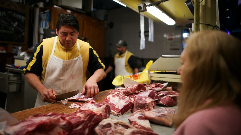 Steak-crazy Argentines keep buying beef