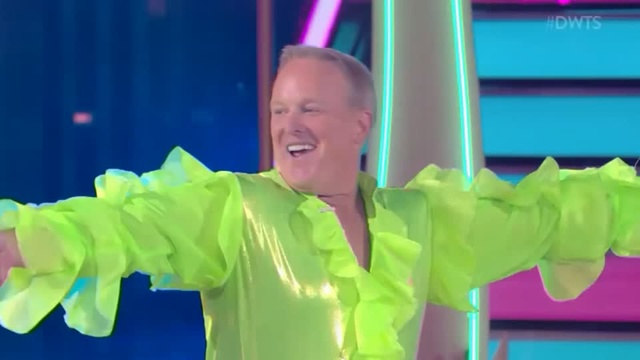 Sean Spicer 'spices up' Dancing with the Stars