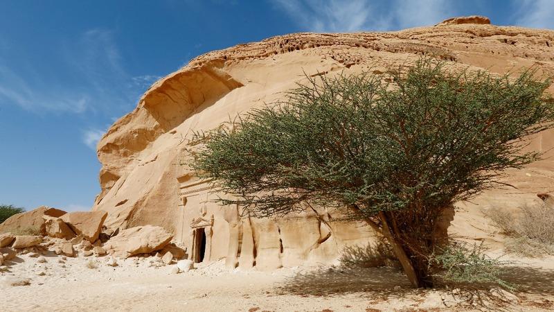 Saudi Arabia throws door open for tourists