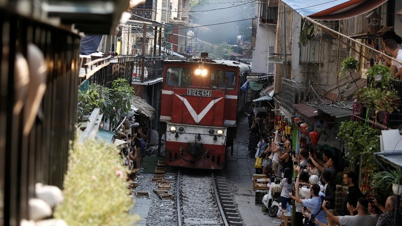 Hanoi closes railway cafes popular with tourists