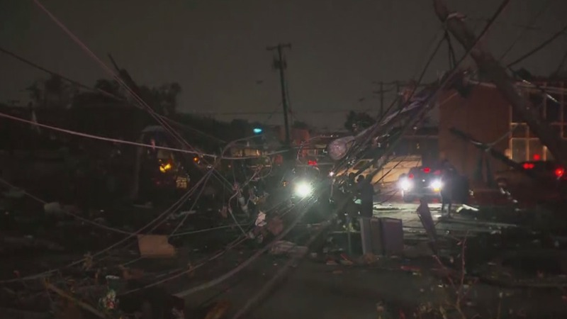 Powerful tornado plows through Dallas