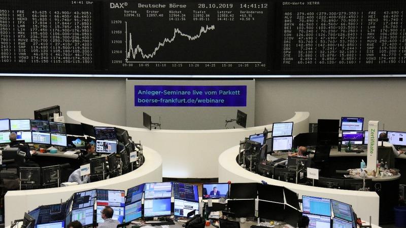 Fresh trade worries drag European shares lower