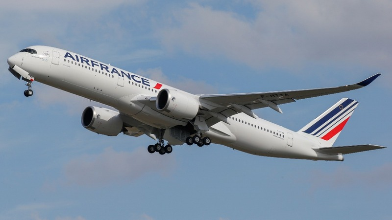 Air France-KLM disappoint, IAG hit by strikes