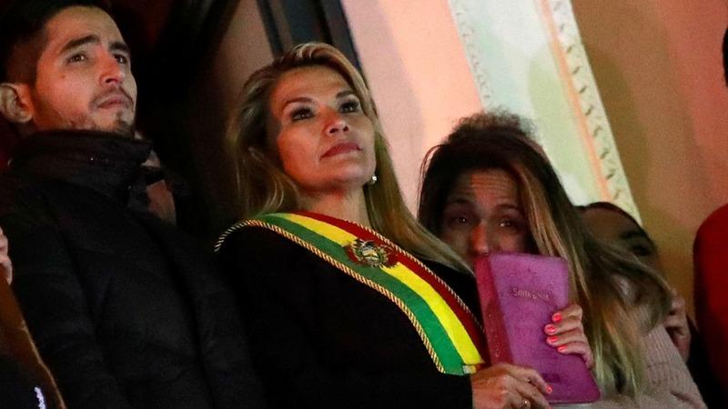 Bolivia swears in new interim president