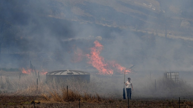 Australians ordered to flee flames as fires rage