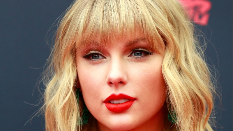 Taylor Swift 'not allowed' to sing hit songs