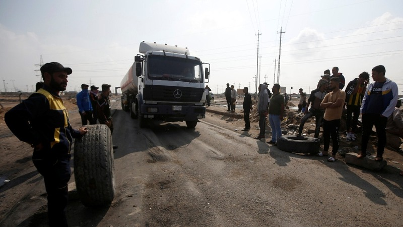 Protesters block entrance at major Iraq port