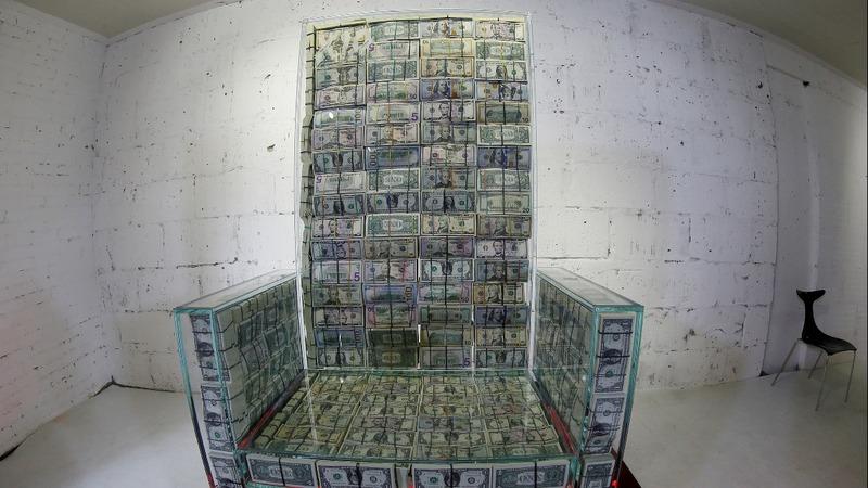 Russia artist and billionaire make $1 mln throne