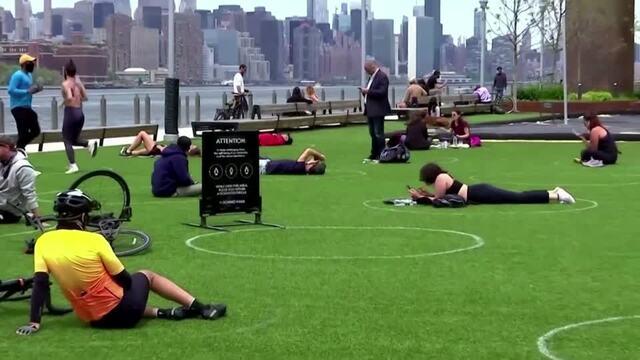 Circles promote social distancing at Brooklyn park