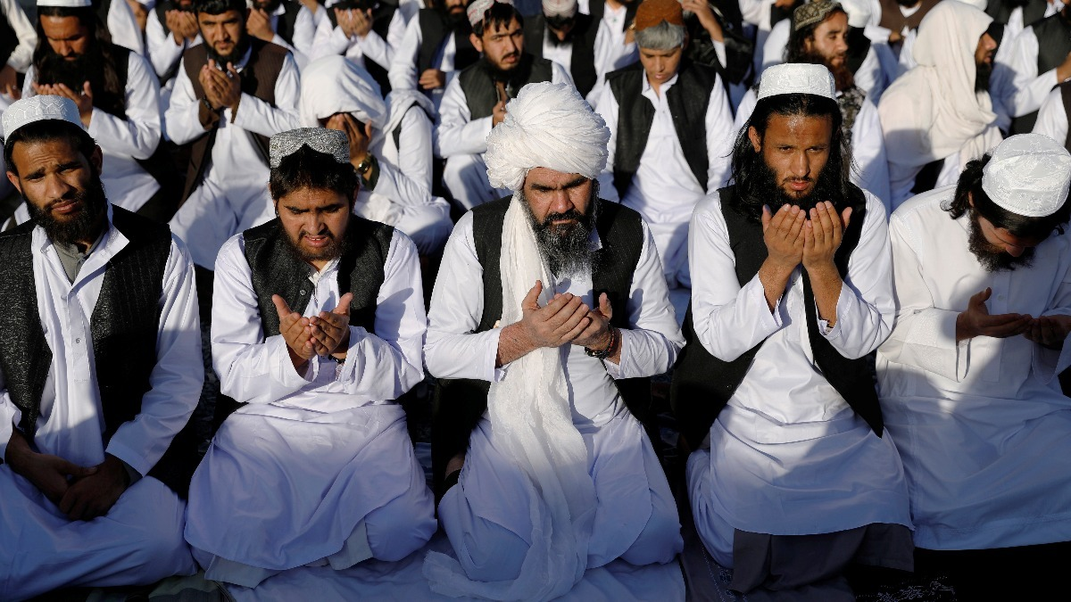 900 Taliban are freed as ceasefire deadline looms | Reuters Video